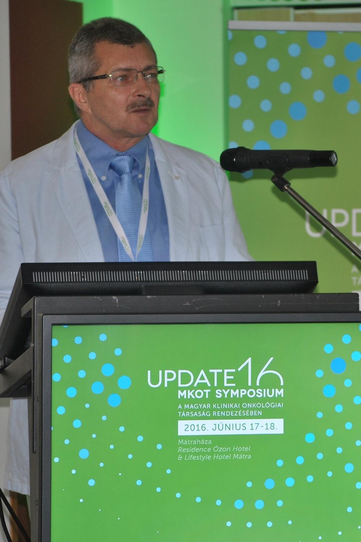 Pajkos Gábor, az MKOT elnöke megnyitja az Update'16 szimpóziumot
