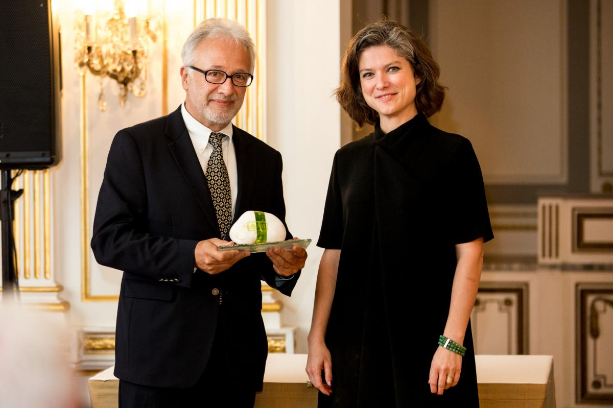 Guttman Andrásnak a díjat Anna Boda svéd nagykövet-helyettes adta át. Fotó: Orientpress - Molnár Csaba